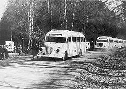 250px-Svedish_Red_Cross_buses_in_Germany_WW2,_possibly_near_Friedrichsruh